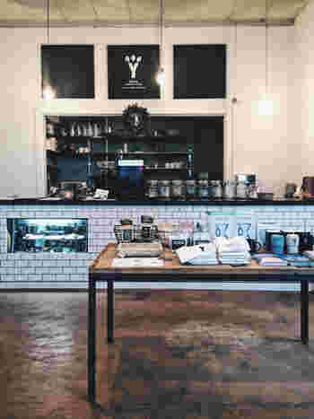 ハンドドリップで淹れたフェアトレードコーヒーと手作りのおからマフィンを頂けるカフェです。フェアトレードの雑貨も扱っていて、とってもおしゃれ。