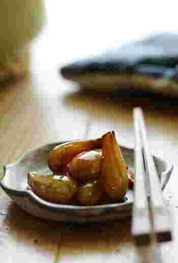 らっきょうを甘辛く煮込んで作る「らっきょう煮」。シャキシャキ食感ではなく、ホクホクした食感は新しい!こちらは完成後すぐ食べられます。