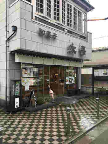 こちらは大泉学園駅・朝霞駅などからバス利用と駅からすこし離れているのにも関わらず、爾比久良(にいくら)というお菓子が人気の地元密着型の和菓子店です。