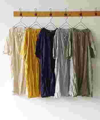 洗うたびに味わい深くなる天然素材のリネン服。暑い夏の日には、お気に入りのリネン服で心地良い時間を過ごしましょう。