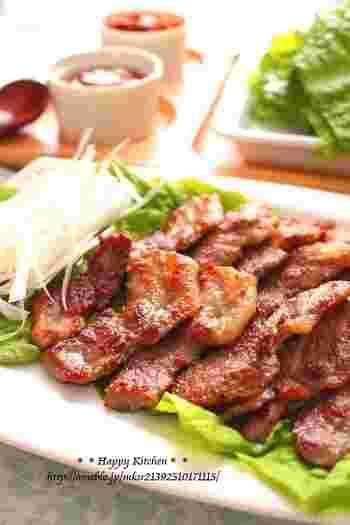 豚肉にぴりりと独特の辛さのある柚子胡椒味をつけて。コチュジャンの味噌ダレにもよく合います。ほのかな柚子の香りがとても上品です。
