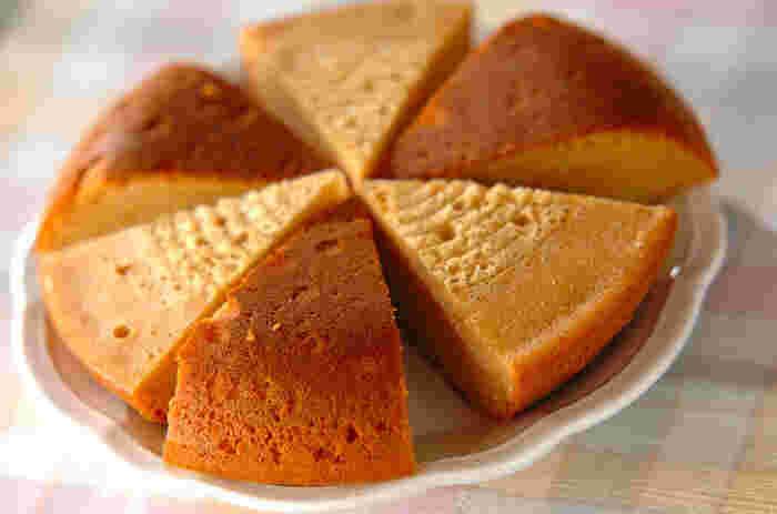 ふんわりしっとり、キャラメルの香りが香ばしい炊飯器ケーキ。カットした後、焼き色が交互になるように盛り付ければ見た目も華やか。ホームパーティなどでお出ししてみては?