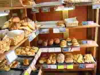 こちらのパンはどれもリーズナブル。