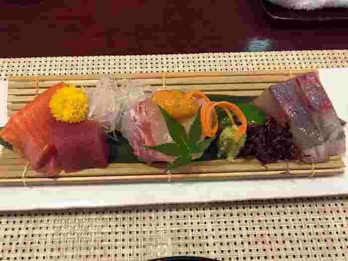 季節を先取りしたお料理では、料理長の心がこもった美味しい和食を頂けます。お刺身や焼き魚までゆっくりと時を忘れて由布院の食材を堪能しましょう。