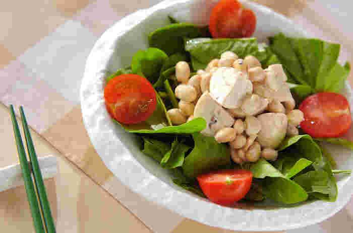 大豆はたんぱく質が豊富でダイエットに最適です。水煮大豆で手軽に具だくさんお豆サラダを作っちゃいましょう。これにおむすびがあれば朝食になりますね。