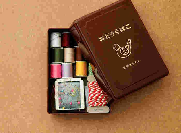 小さめサイズのお道具箱はお裁縫や小物の整理にぴったり。はがきサイズなので、はがきや切手の整理ケースにしても良いですね。