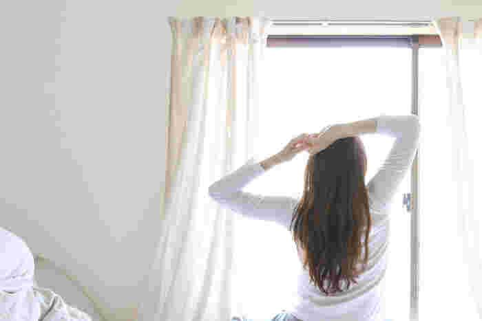 陽の光がさす部屋が心地いい…だからこそ「おうちの中で日焼け対策」しませんか