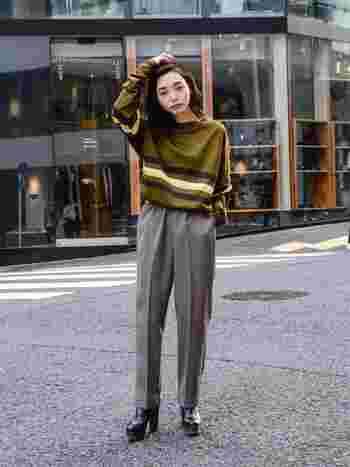 お母さんのワードローブ等はレトロシックの宝庫!今、新鮮に思えるデザインに出会えるかもしれませんよ。レトロな色合いのセーターは、キレイめのハイウエストパンツを合わせることで洗練されたテイストに。