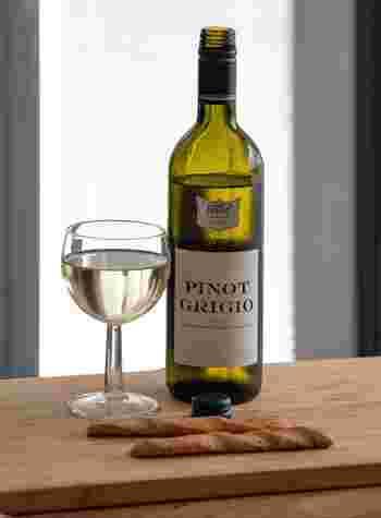 魚や貝類を煮込むシチューでは、白ワインで臭みを取ってエレガントに風味付けを。