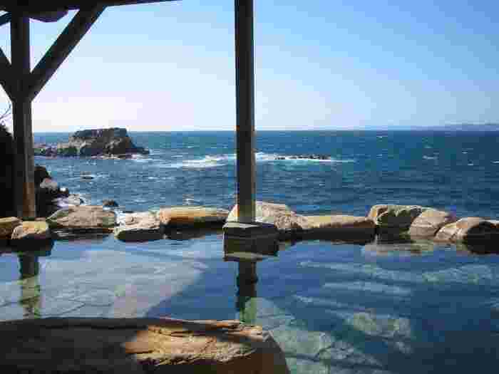 中でも景色が美しい温泉がいくつもあるのが特徴です。海を眺めながら入浴できる温泉も多数あります。和歌山の景観が魅力的な温泉をご紹介します。