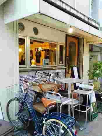 レトロな雰囲気が漂う「バッテラロック」。大阪市にあるサバ料理専門のお店です。