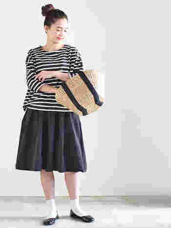 スカートのようなふんわりフレアなキュロット。夏は短めの丈で涼しげに着こなすのも◎