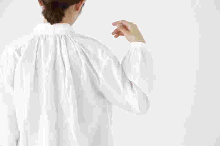 ナチュラルテイストのお洋服を大人っぽく、シックに着こなすのは難しく、ついついカジュアルになってしまったり、個性的になってしまったりしませんか?