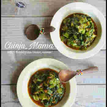 濃いめの味つけが特徴的な副菜2品のレシピ。こっくりがっつりガーリック味噌に、海苔の佃煮×ラー油という面白い組み合わせの海苔ラー。どちらもご飯にのせて食べたくなる味わいです。
