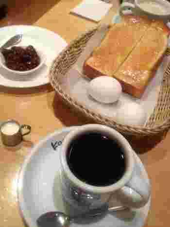 こちらは、シロノワールでおなじみの「コメダ珈琲店」の小倉トースト。小倉あんが別添えしてあり、自分でつけながら食べます。