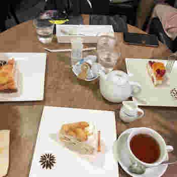 定番のいちごをはじめ、季節によっては桃、メロン、マンゴーなどをふんだんに使ったケーキも!  「生クリームたっぷりが苦手」という方も、こちらはさっぱりしたケーキも多いので、きっと満足いただけますよ*