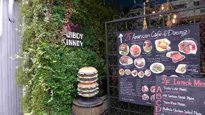 栄駅、もしくは矢場町駅から徒歩4分のところにある「アボットキニー」ではこだわりのハンバーガーが食べられます。