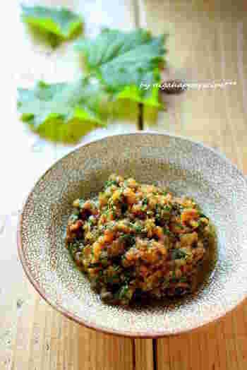 ひき肉を使ったボリューム感のある肉味噌。大葉を使ってさわやかさをプラスしたレシピです。肉味噌も、いろいろな料理にアレンジできる便利な一品。