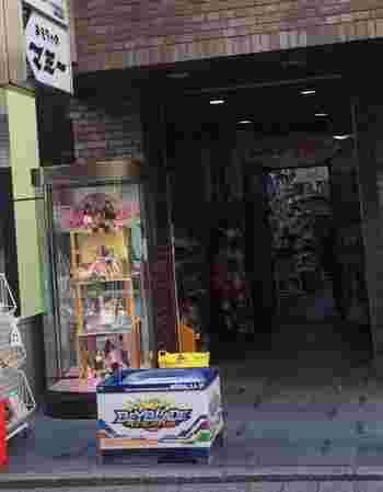 自由が丘の街で40年以上続く老舗のおもちゃ屋さん「おもちゃのマミー」はベビー用玩具から、キッズのおもちゃ、パーティー用品まで豊富な品ぞろえです。店内には自由に遊べるキッズプレイルームもあります。