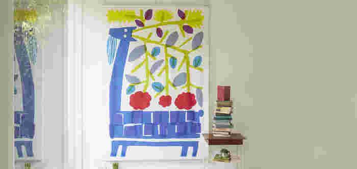 動植物が大胆に描かれたタペストリー。とてもカラフルで、明るいデザインは子供部屋に飾っても。お部屋の中が華やいで、毎日笑顔で過ごせそうですね。