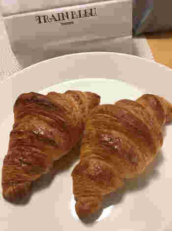 トラン・ブルーに行ったら必ず食べたいのがクロワッサン。フレッシュバターをふんだんに織り込んだクロワッサンはサクサク。クロワッサンの焼き上がり時間に合わせて、来店するお客さんも多いのだとか。季節ごとに変わるデニッシュも是非味わってみたいですね。