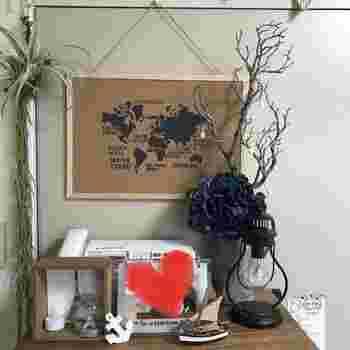 お部屋のテイストや好みのステンシルを。コルクボードにペタッと貼ればポスター風に。手軽に出来るのが魅力です。
