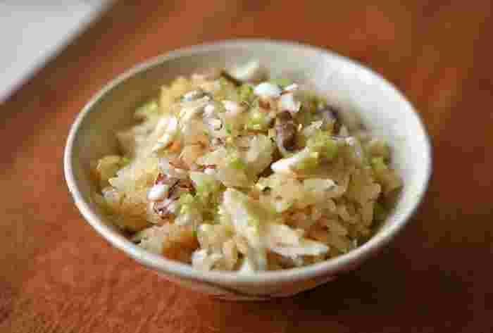 鯛のおだしがたっぷりとしみこんだ美味しい鯛めし。こちらも鯛の切り身を使って炊飯器で調理可能。上品なごちそうご飯ですね。