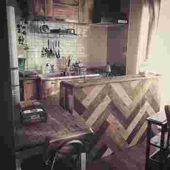 完成です! とっても収納力のあるキッチンカウンターも、DIYで作れちゃいますよ! アイデア次第で色々応用できそうなのもいいですね。