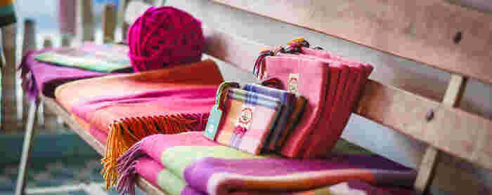 寒い時期はポーチなどの小物も、洋服と一緒に衣替えを楽しんでみてください。