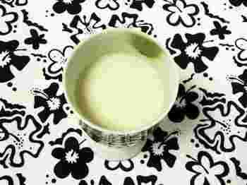 ミキサーがない方は細かくちぎった酒粕を一晩水につけておけば柔らかくなって簡単に溶けるようになります。酒粕の固まりが残らないようにしっかり溶かすのが美味しく仕上げるポイントです。お好みで生姜やお塩などを入れても美味しく頂けますよ♪