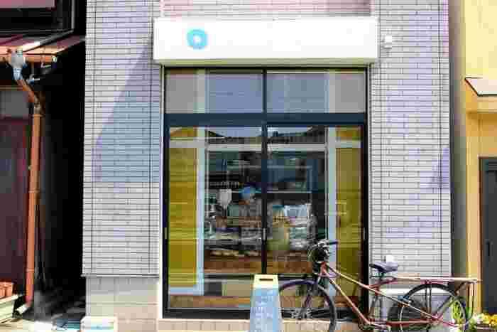 鎌倉駅より大町方面の住宅街にひっそりと佇むのが、こちらのドーナツの人気店「べつばらドーナツ」です。