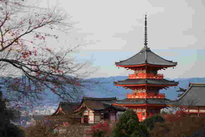 【清水寺・三重塔には雅で繊細な装飾が施されています。】