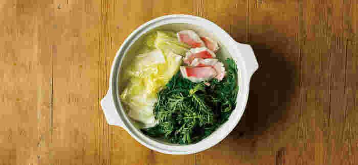 洗った後は、ふきんなどの上に一晩ふせておいてしっかりと乾かしましょう。水分が残っていると、カビやひび割れの原因になってしまいます。でも、急激な温度変化に弱い土鍋は、から焚きするのは厳禁です。