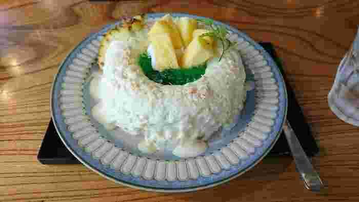カクテルのピニャコラーダをイメージして作られたのがこちら。パイナップルとココナッツそれぞれの味がしっかり感じられるかき氷です。ココナッツマスカルポーネや大きめにカットしたパイナップルも食べごたえがあって、満足感の高いスイーツですね。  ほかにも、きなこやヨーグルトなど個性豊かなかき氷がそろっていて、何度でも通いたくなります。