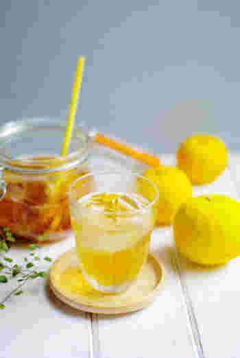 柚子のフルーツブランデーとジンジャーエールで作るカクテルです。生姜と柚子はどちらも和の食材。香りが良くて飲みやすく、特に女性に人気があるのも頷けますね。フルブラとジンジャーエールの割合は1:3がおすすめだそうです。