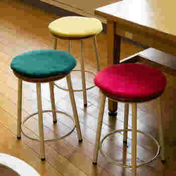 十分な厚みとクッション性があるので、椅子の上に置いて使っても良い。独特の密度のある質感が魅力です。