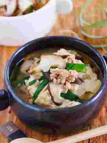 なんと3分で完成!豆腐やひき肉でタンパク質も摂れる上に、シイタケやニラなどのお野菜も入った具沢山の時短スープです。