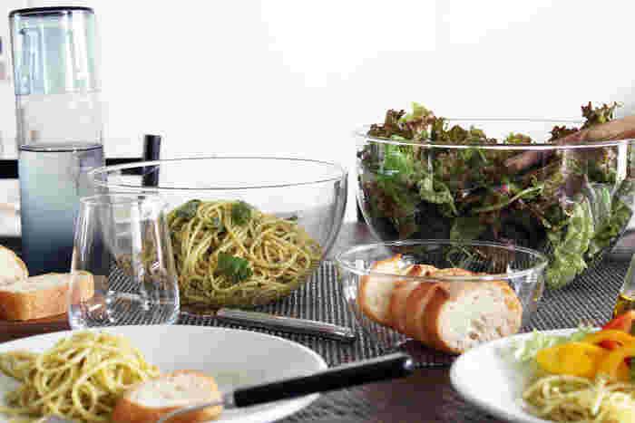 ドイツの有名耐熱ガラスブランド「JENAER GLAS(イエナグラス)」。キッチンからテーブルまで様々なシーンで使えるようデザインされたCONCEPT SALADシリーズの耐熱ガラスボウルは、すっきりとしたスタイリッシュな見た目の良さだけでなく機能性もバッチリ。