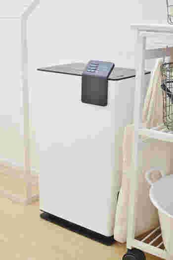 部屋干しをすると湿度がぐんと高くなるので、カビが発生しやすくなります。そこで活躍するのが、除湿器!お部屋のカビ発生をおさえて、洗濯物も乾きやすくなりますよ◎部屋干しには欠かせないアイテムです。