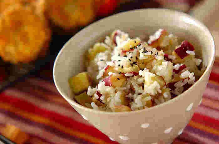 さつまいもとご飯の甘みがシンプルに味わえる炊き込みご飯。 秋の味覚を思う存分楽しむことができます。
