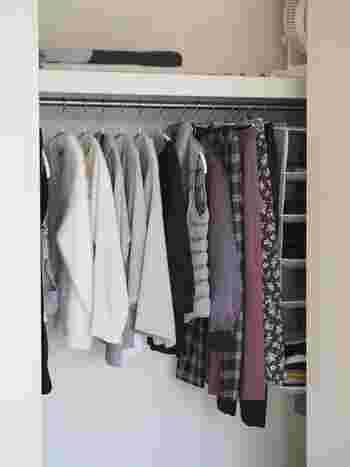 洋服やバッグ、アクセサリーなど、手持ちのアイテムをフル活用していますか? せっかく買ったのにクローゼットに眠ったままでは、もったいないですよね。ぱっと見渡せて、ラクに出し入れできるクローゼットなら、毎日のコーディネートの幅が広がります。 手持ちのアイテムをフル活用するには、クローゼットに2割の隙間ができるように、モノの数を調整することです。