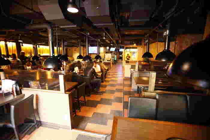 席数も多くペースも広いので、ゆったりとくつろげる店内。人数が多めのときにもよさそうですね。