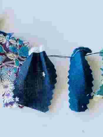 もし可能なら、布にそのまま針を通すだけより、写真のように布を縦方向に2~3回ジグザグに折りながらつなげていくと、ボリュームが出てより華やかな仕上がりになります。