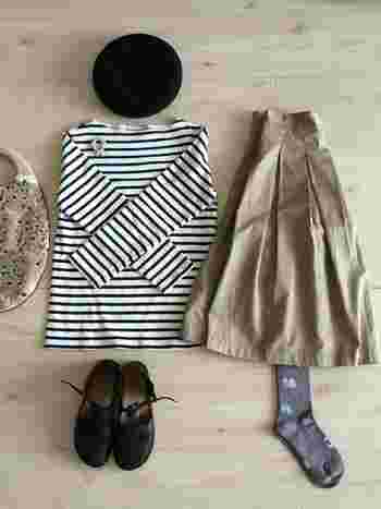 GRANDMA MAMA DAUGHTERのスカートと合わせて ふんわりとした柔らかい雰囲気のコーデに。  ミナペルホネンの靴下と合わせても可愛いです!♡