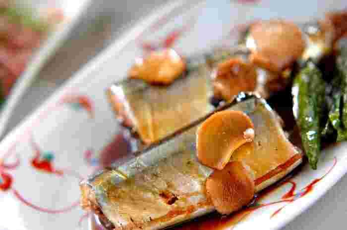 さんまをお醤油で煮ることによってさっぱりと。青魚独特のクセをうま味に変えてます。