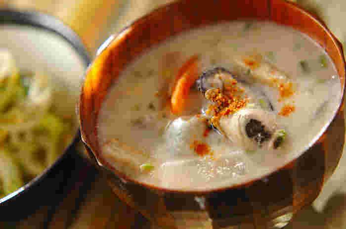 体の芯まであたたまる牡蠣が入った粕汁は、晩御飯のお供にも、疲れて帰ってきたときのお夜食としてもオススメのレシピです。冬の代表牡蠣にはアンチエイジングに効果が期待できる成分がたくさん含まれています。