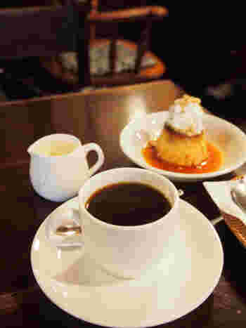 お店独自のブレンドコーヒーや、手作りのスイーツが自慢です。モーニングもやっているので、早く着いたら朝食を楽しむのも良いかも。