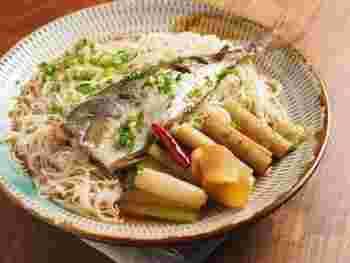 そうめんと煮魚の組み合わせもあります。魚好きな方には特におすすめ。そうめんを茹でて、煮魚の汁や具をかけるだけなので作り方もそれほど難しくありません。仕上げにワサビを添えるのをお忘れなく♪