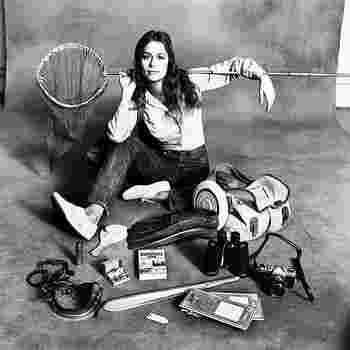 アメリカのモデル・女優の「ローレン・ハットン(Lauren Hutton)」は、「チープ・シック」スタイルのアイコンとなったひとです。シンプルなアイテムを自分らしい着こなしに昇華させているスタイルは、とても素敵! 彼女の「チープ・シック」スタイルには、ファッション哲学を感じます。