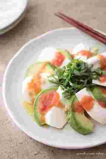 淡白なはんぺんも、アボカドと一緒に明太ソースを添えれば満足感もアップ&見た目もおしゃれな一品に。パパッとできて、前菜にもおつまみにもなります。